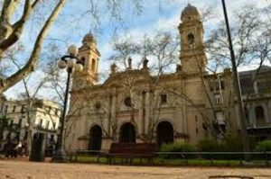 uruguay-montevideo-la-cattedrale-metropolitan-di-montevideo