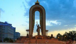 Tagikistan Dushanbe La Statua di Ismail Somoni