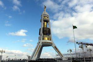 Turkmenistan Ashgabat Monumento alla neutralità