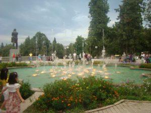 nagorno-karabakh-stepanakert-le-fontane-della-piazza-shahumyan-di-stepanakert