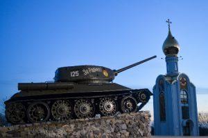 transnistria-tiraspol-il-monumento-del-carro-armato-di-tiraspol