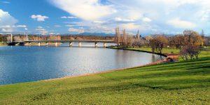 australia-canberra-il-lago-burley-griffin-di-canberra