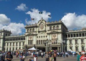 citta-del-guatemala-il-palazzo-nazionale-del-guatemala