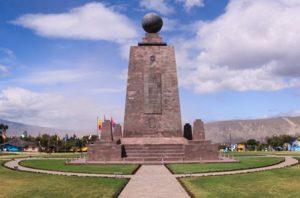ecuador-san-francisco-de-quito-il-monumento-dellecuador