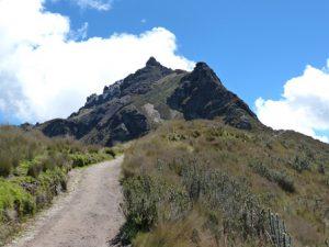 ecuador-san-francisco-de-quito-il-vulcano-pichincha-di-quito
