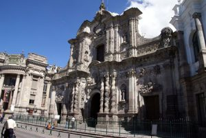 Ecuador-San-Francisco-de-Quito-La-Collina-El-Panecillo-di-Quito.jpg