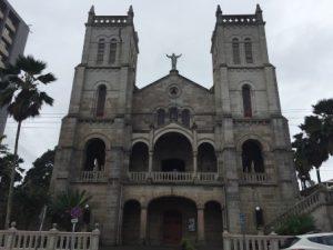 figi-suva-la-cattedrale-del-sacro-cuore-di-suva