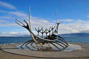 islanda-reykjavik-la-scultura-sun-voyager-di-reykjavik