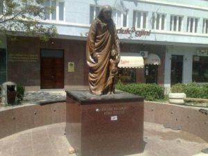kosovo-pristina-la-statua-di-madre-teresa-di-pristina