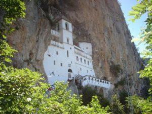 montenegro-podgorica-il-monastero-di-ostrog-di-podgorica