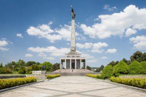 slovacchia-bratislava-il-monumento-slavin-di-bratislava