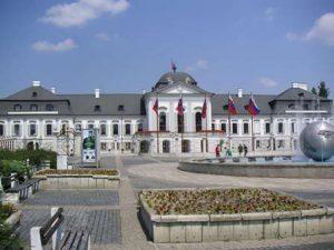 Slovacchia-Bratislava-Il-Palazzo-Grassalkovich-di-Bratislava.jpg
