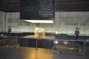 uruguay-montevideo-il-mausoleo-artigas-di-montevideo