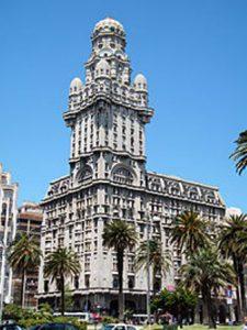 uruguay-montevideo-il-palazzo-salvo-di-montevideo