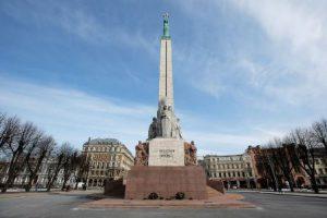 lettonia-riga-il-monumento-alla-liberta-di-riga