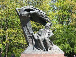 polonia-varsavia-la-statua-di-chopin-di-varsavia