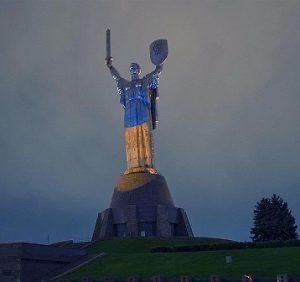ucraina-kiev-la-statua-della-madre-patria-di-kiev