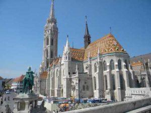 ungheria-budapest-la-chiesa-di-mattia-di-budapest-copia